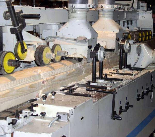 Фото: Какое нужно оборудование производства для профилированного бруса: пилорамы, станки, чашкорезы