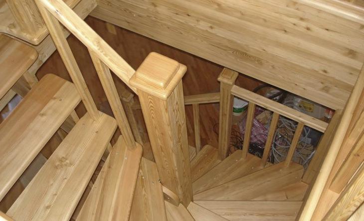 фото: лестница из соссны